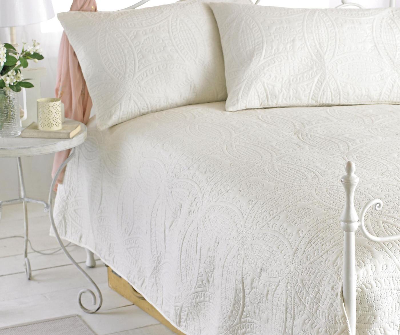 Set cuvertura matlasata King Parisienne Cream